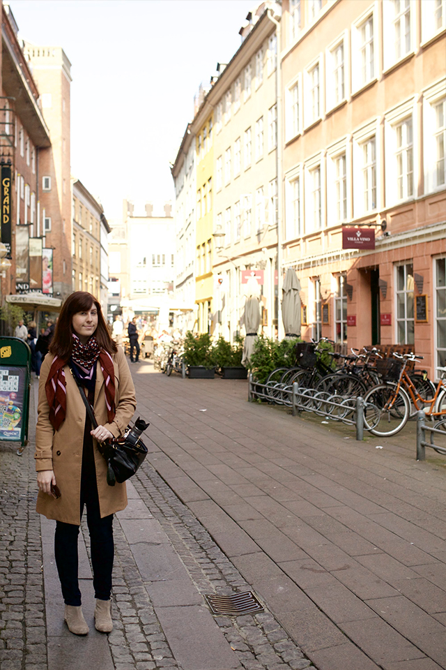 travel outfit for Copenhagen in Autumn