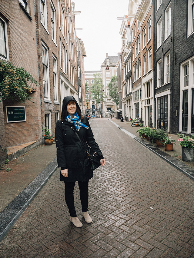 travel outfit for Amsterdam in Autumn