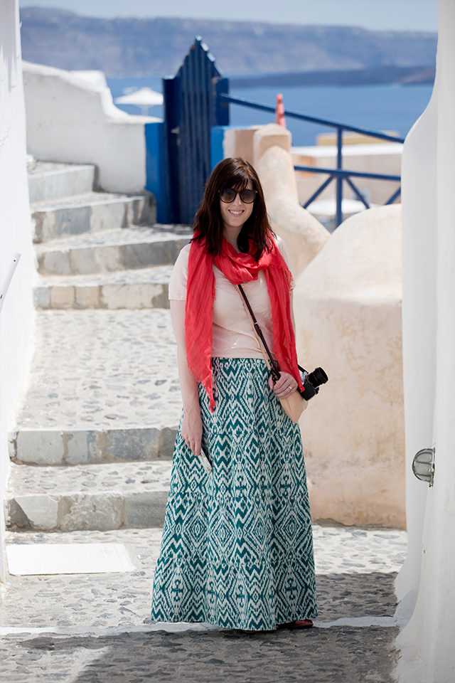 travel outfit for Santorini in April