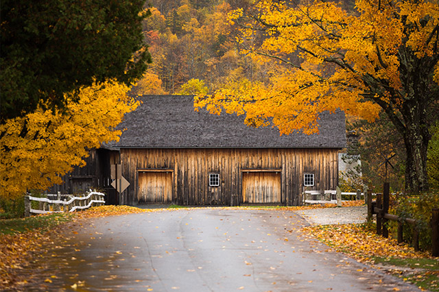 Vermont barn with Fall colors