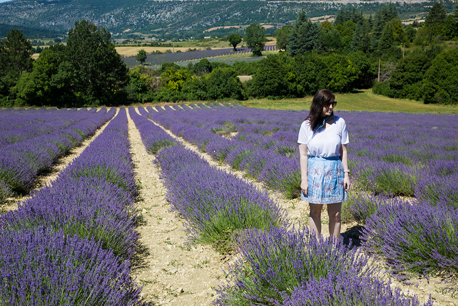 travel outfit for summer in Provence