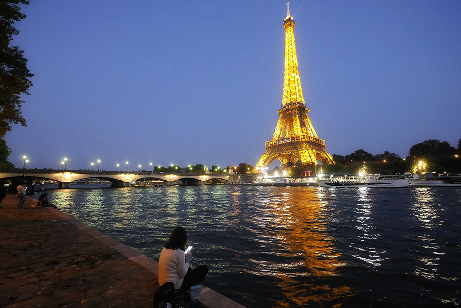 Watch the Eiffel Tower light up at night