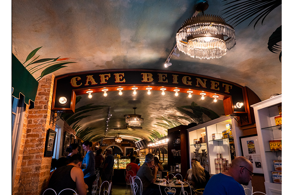 exploring New Orleans French quarter Cafe Beignet